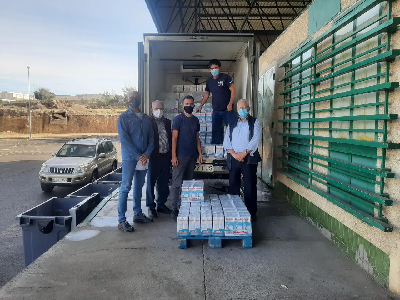 Entrega en el día de hoy de 960 litros de leche entera a la Asociación benéfica Elomar